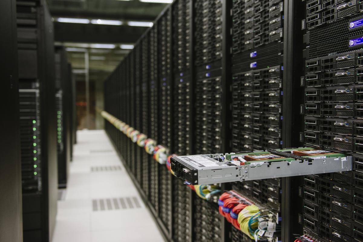 Resultado de imagen de Supercomputadoras y 4 petabytes de información